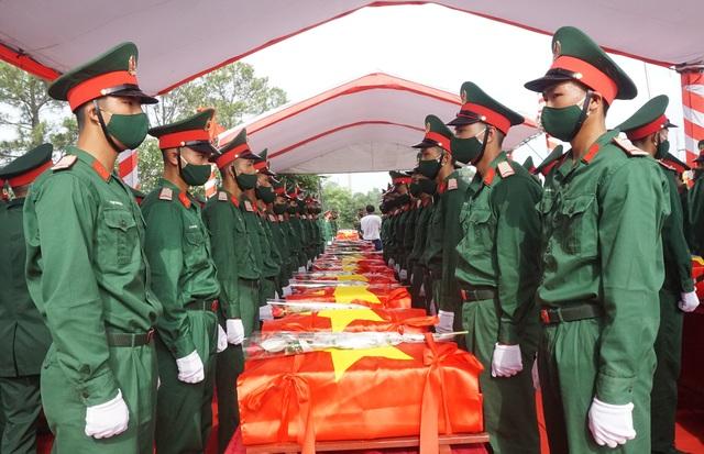 Trọng thể Lễ an táng 95 liệt sĩ quân tình nguyện và chuyên gia Việt Nam - 4