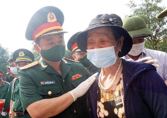 Trọng thể Lễ an táng 95 liệt sĩ quân tình nguyện và chuyên gia Việt Nam - 10