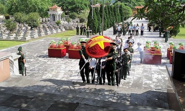 Tổ chức truy điệu, an táng 15 hài cốt liệt sĩ tại Nghĩa trang Đồng Tâm