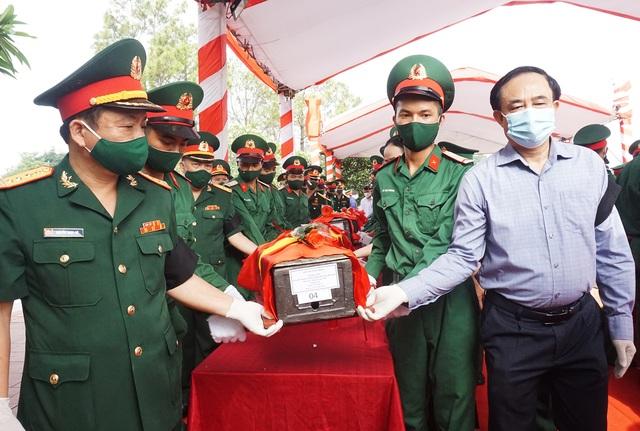 Trọng thể Lễ an táng 95 liệt sĩ quân tình nguyện và chuyên gia Việt Nam - 7