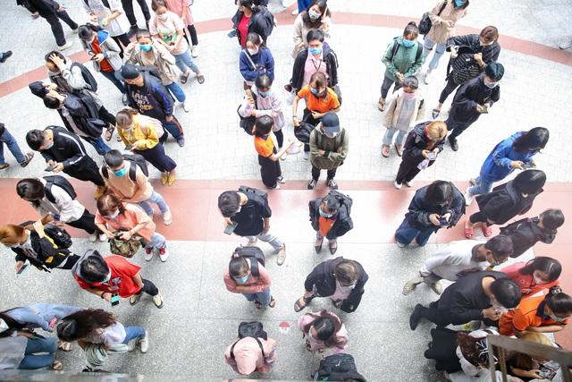 Nhiều trường ĐH hoãn thi, khuyến cáo sinh viên không rời thành phố - 1