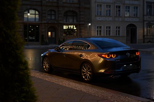 An tâm tận hưởng mùa hè cùng xe Mazda - 2