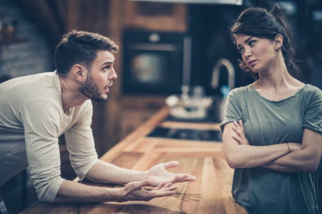 Chồng tôi yêu cầu ly hôn qua tin nhắn, vẫn muốn giữ quan hệ vợ chồng - 1