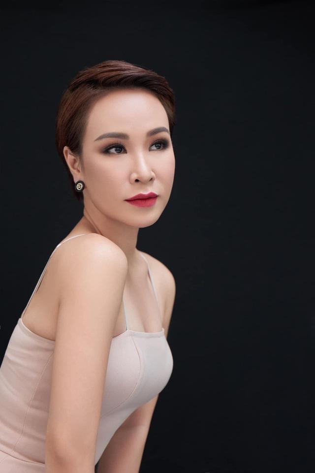 Uyên Linh từng đi chạy bàn, rửa chén trước khi làm ca sĩ - 2