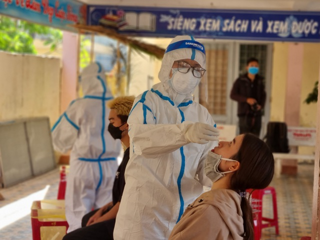 Đà Nẵng sáng nay xét nghiệm cho 500 nhân viên vũ trường, massage, karaoke - 3