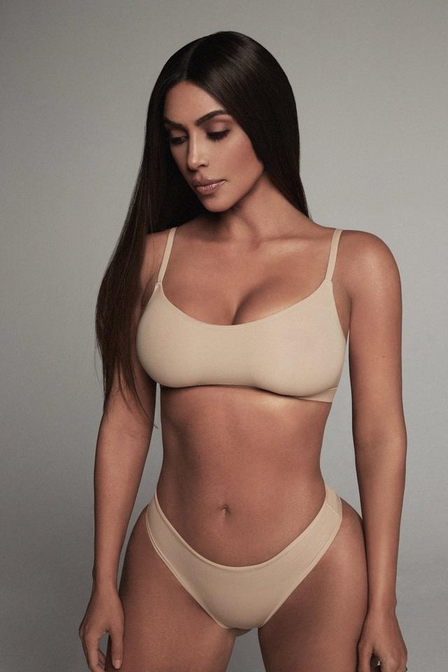 Kim Kardashian quá nóng bỏng trong phòng tập gym - 7
