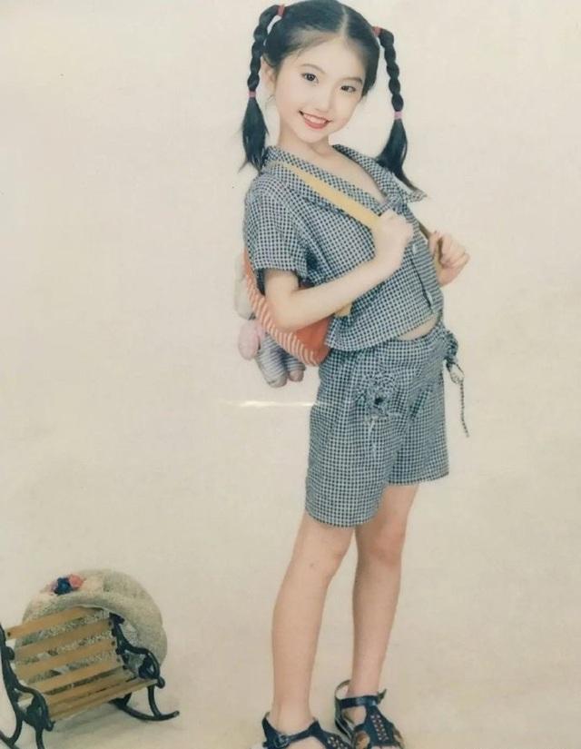 Đệ nhất mỹ nhân Bắc Kinh Cảnh Điềm xinh từ tấm bé - 3