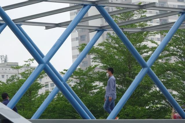Thích thú với cây cầu vượt sang đường hình chữ Y, độc lạ nhất Hà Nội - 5