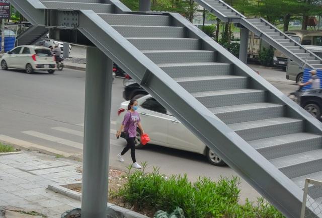 Thích thú với cây cầu vượt sang đường hình chữ Y, độc lạ nhất Hà Nội - 7