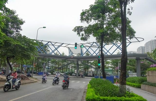 Thích thú với cây cầu vượt sang đường hình chữ Y, độc lạ nhất Hà Nội - 11