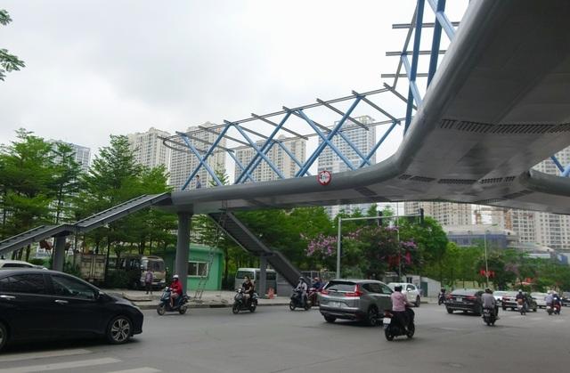Thích thú với cây cầu vượt sang đường hình chữ Y, độc lạ nhất Hà Nội - 9