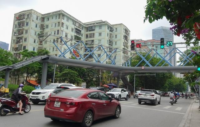 Thích thú với cây cầu vượt sang đường hình chữ Y, độc lạ nhất Hà Nội - 10