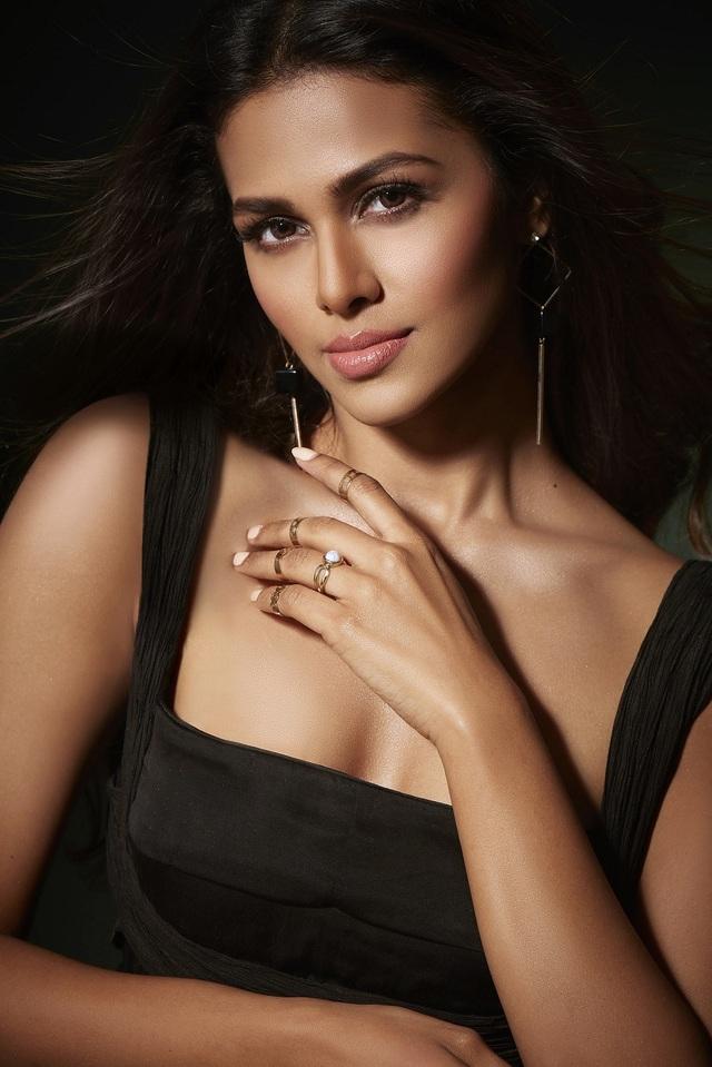 Nhan sắc và bản lĩnh của người đẹp Ấn Độ tại Hoa hậu Hoàn vũ 2020 - 9