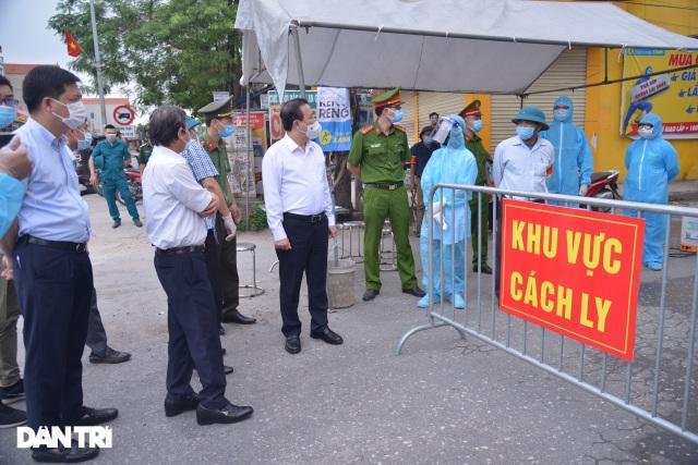 Cận cảnh khu vực phong tỏa gần 6.000 người dân ở ngoại thành Hà Nội - 6