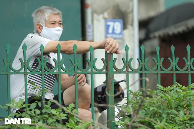 Cận cảnh khu vực phong tỏa gần 6.000 người dân ở ngoại thành Hà Nội - 8