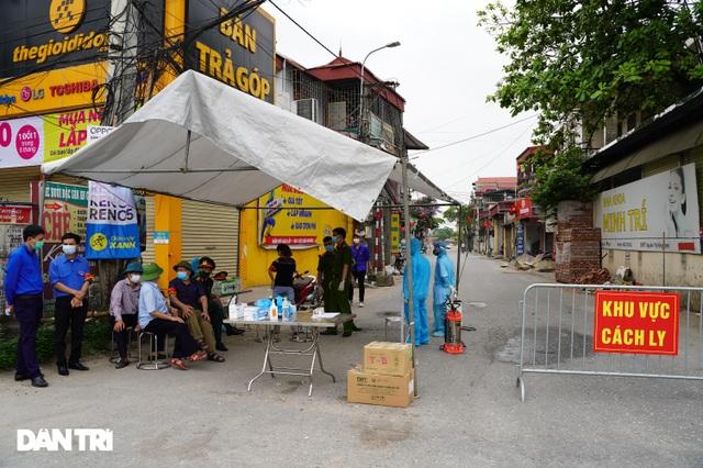 Cận cảnh khu vực phong tỏa gần 6.000 người dân ở ngoại thành Hà Nội - 3
