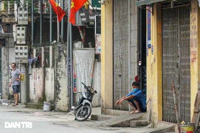 Cận cảnh khu vực phong tỏa gần 6.000 người dân ở ngoại thành Hà Nội - 10
