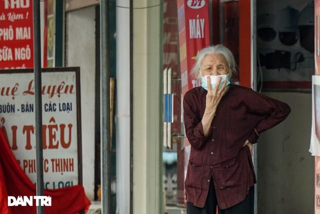 Cận cảnh khu vực phong tỏa gần 6.000 người dân ở ngoại thành Hà Nội - 9