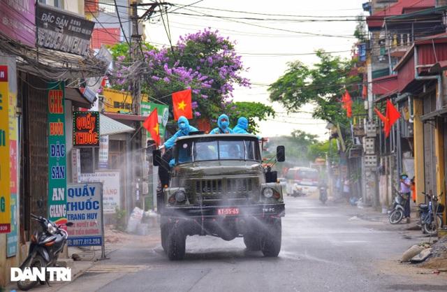 Cận cảnh khu vực phong tỏa gần 6.000 người dân ở ngoại thành Hà Nội - 4