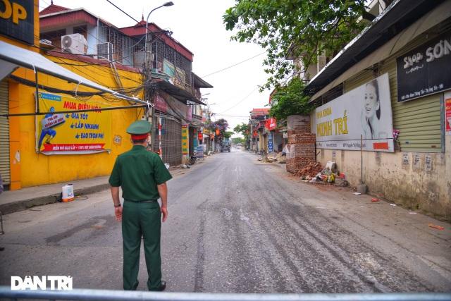 Cận cảnh khu vực phong tỏa gần 6.000 người dân ở ngoại thành Hà Nội - 5