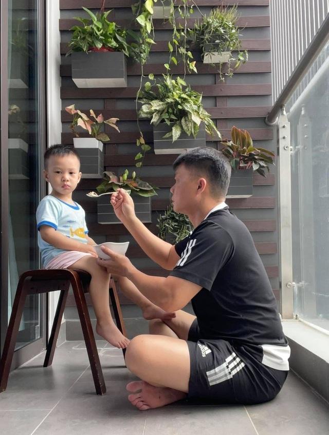MC Quang Minh: Tôi chăm 3 con trai ở Hà Nội, vợ lo cậu cả ở Đà Nẵng! - 4