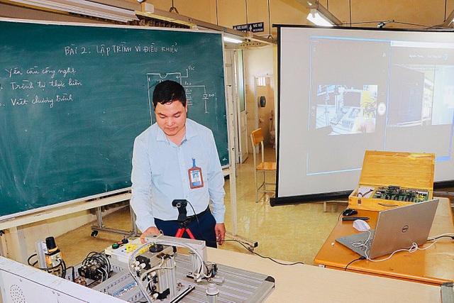 Giờ học online của trường nghề: Camera đặt nhiều góc - 2