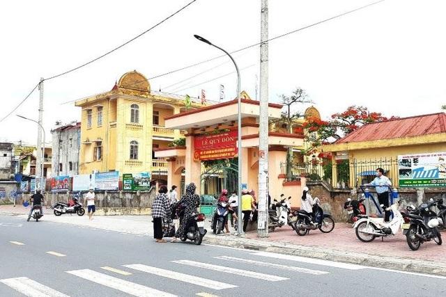 Nam Định: 61 giáo viên, học sinh đi cách ly vì ca dương tính với SARS-CoV-2 - 1