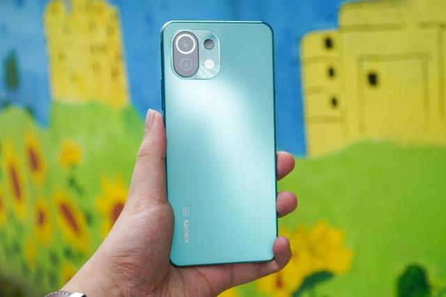 Dưới 10 triệu đồng, chọn mua smartphone 5G nào? - 1