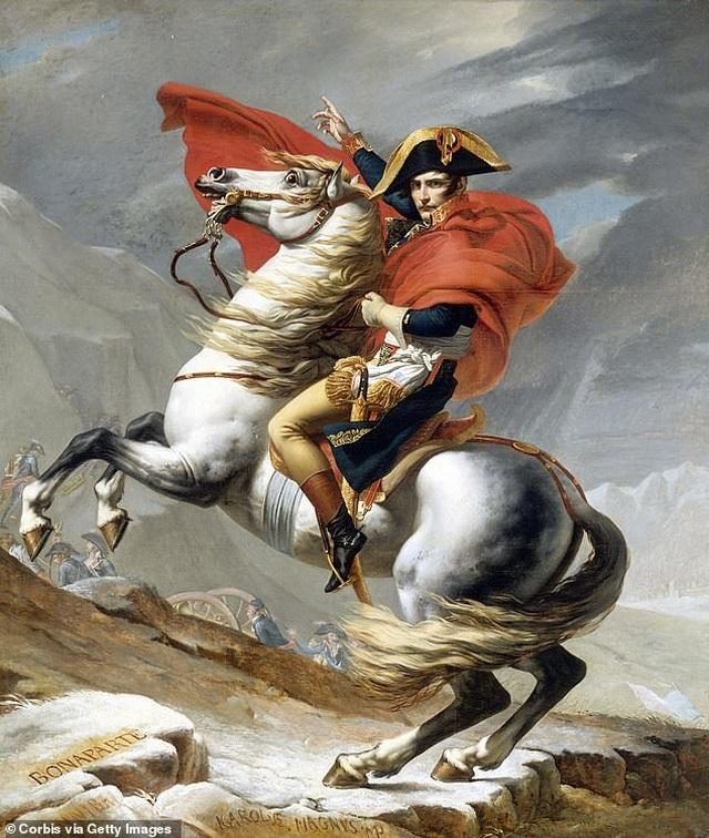 Bất ngờ về thói quen xịt đẫm nước hoa của Napoleon - 1