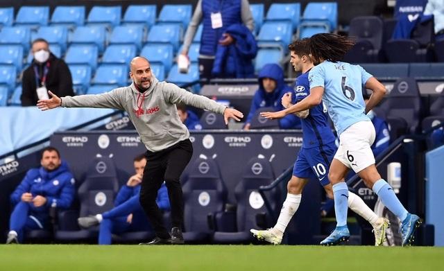 Man City 1-2 Chelsea: Tội đồ Aguero và cú sốc ở phút bù giờ - 6