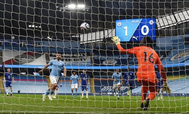 Man City 1-2 Chelsea: Tội đồ Aguero và cú sốc ở phút bù giờ - 1