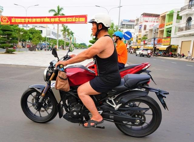 U90 cưỡi mô tô đi phượt, gánh tạ 80 kg trai 20 cũng không theo kịp - 3