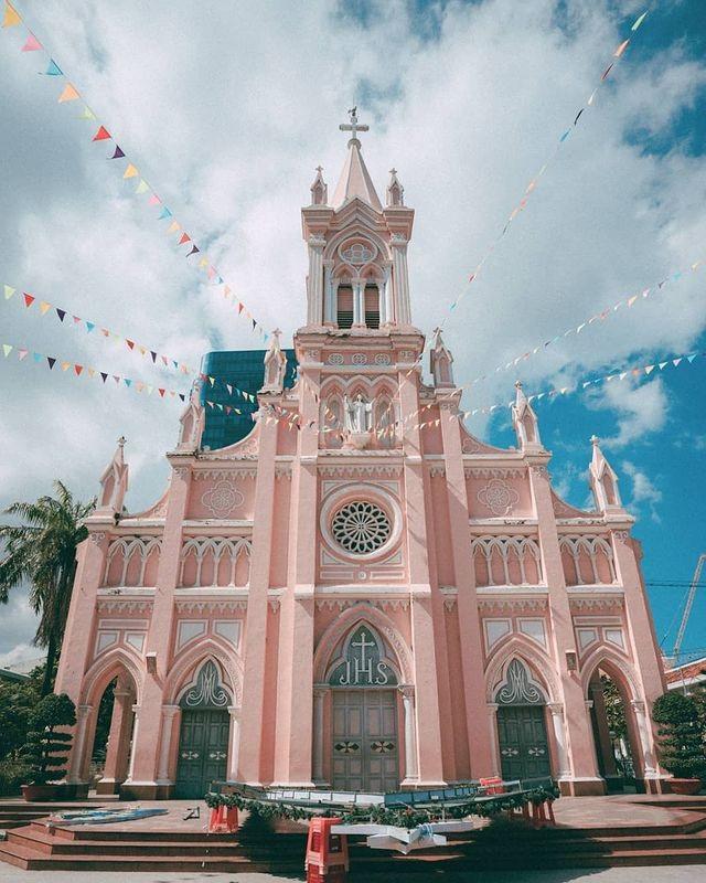 Chụp cháy máy ở 3 nhà thờ màu hồng đẹp nhất Việt Nam - 3