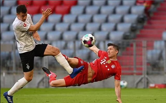 Lewandowski lập hat-trick, Bayern vô địch Bundesliga lần thứ 9 liên tiếp - 2