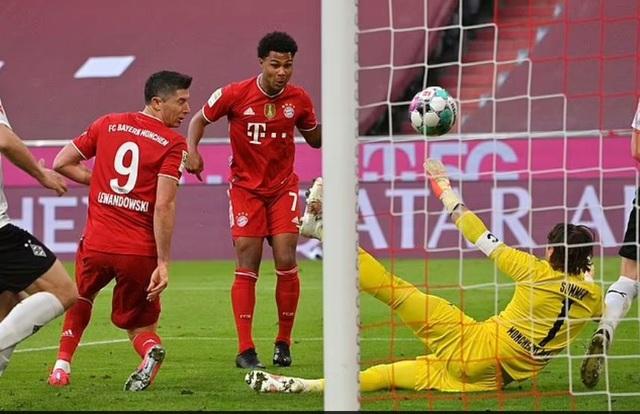 Lewandowski lập hat-trick, Bayern vô địch Bundesliga lần thứ 9 liên tiếp - 3