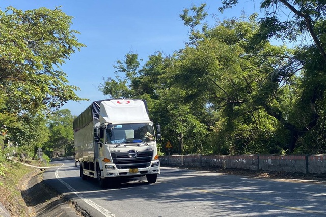 Phí qua hầm tăng cao, tài xế ô tô chọn đi đèo Hải Vân - 1