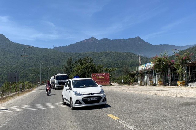 Phí qua hầm tăng cao, tài xế ô tô chọn đi đèo Hải Vân - 6