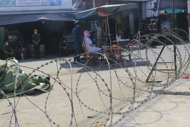 Quảng Trị dựng rào thép gai phong tỏa hơn 350 hộ dân - 3