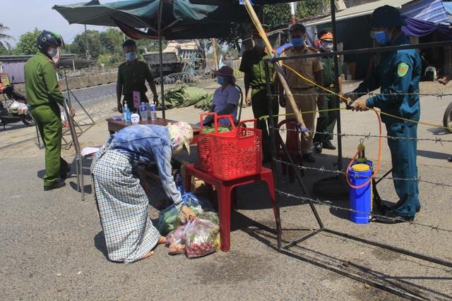 Quảng Trị dựng rào thép gai phong tỏa hơn 350 hộ dân - 5