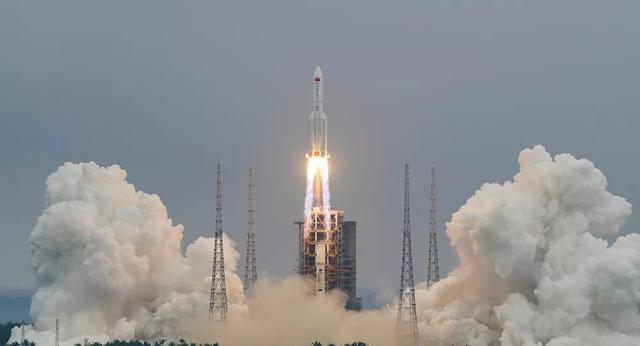 Trung Quốc hứng chỉ trích vì tên lửa rơi xuống Trái Đất - 1