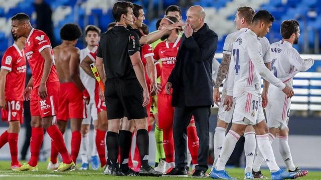 Real Madrid hụt bước, HLV Zidane nổi điên chưa từng thấy - 2