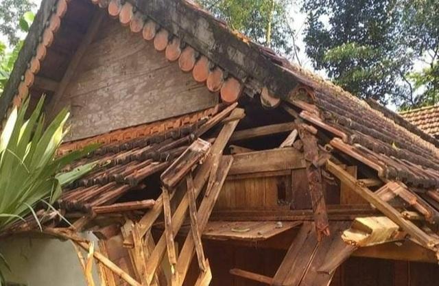 Hàng chục ngôi nhà bị tốc mái, nhiều diện tích lúa đổ do lốc xoáy - 2