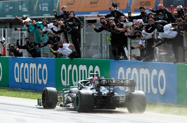 Chặng 4 mùa giải F1 2021: Hamilton đánh úp Verstappen, thong dong về đích - 3