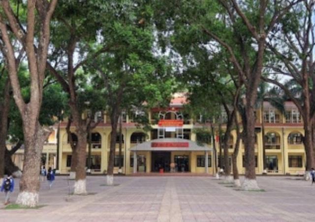 Bắc Ninh: Hàng trăm học sinh, giáo viên phải đi cách ly vì 2 ca dương tính - 1