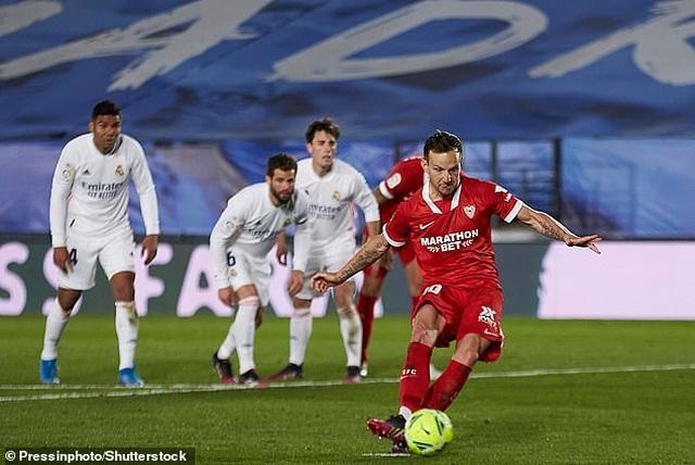 Hòa nghẹt thở Sevilla, Real Madrid lỡ cơ hội soán ngôi Atletico - 5