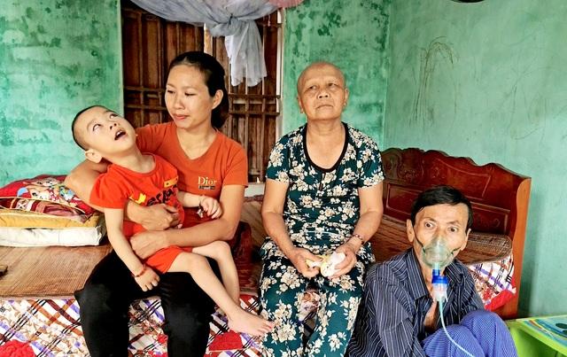 Thương người phụ nữ ngày chăm bố mẹ chồng bệnh tật, tối đi mò cua kiếm tiền - 2