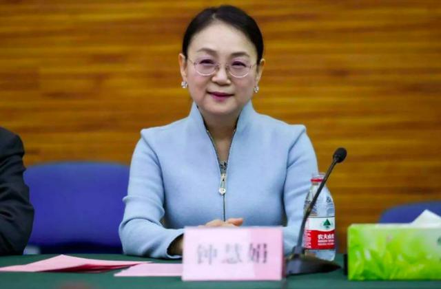 Khốc liệt cuộc cạnh tranh giành ngôi nữ tỷ phú giàu nhất Trung Quốc - 2