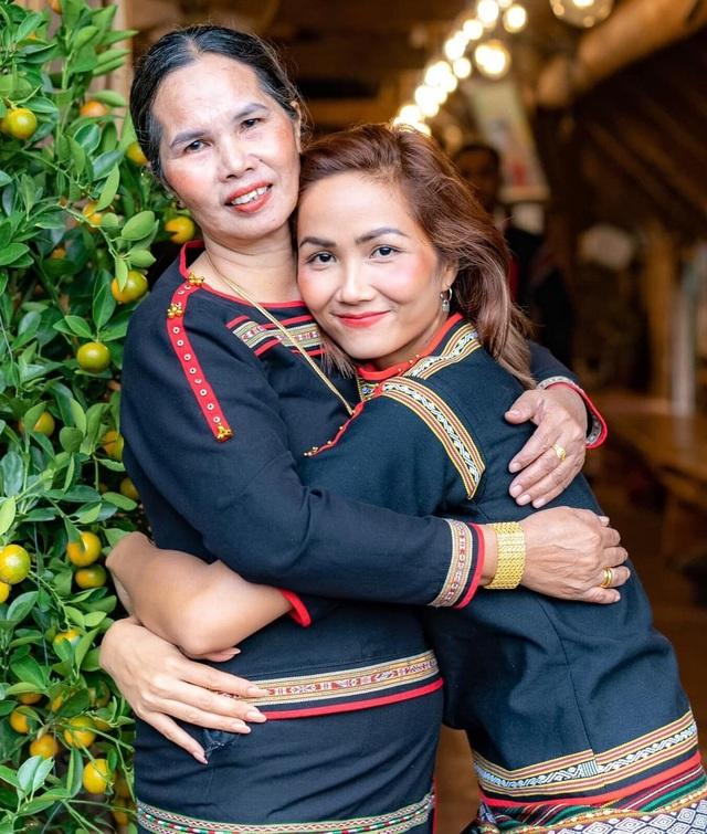 Lương Thùy Linh khoe nhan sắc của mẹ thời trẻ đẹp như Hoa hậu - 8