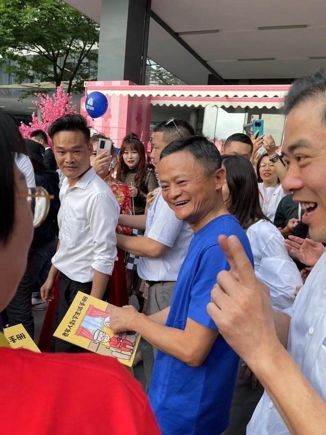 Jack Ma bất ngờ xuất hiện trước công chúng sau thời gian dài vắng bóng - 1