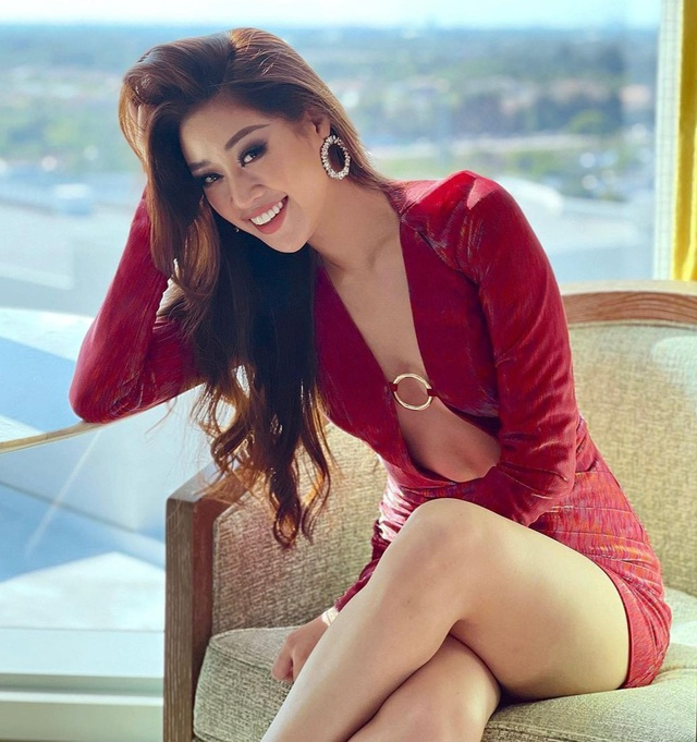 Khánh Vân khoe bụng phẳng chân dài với váy xẻ cực gắt tại Mỹ - 1